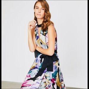 New Triumph petals-bla dress